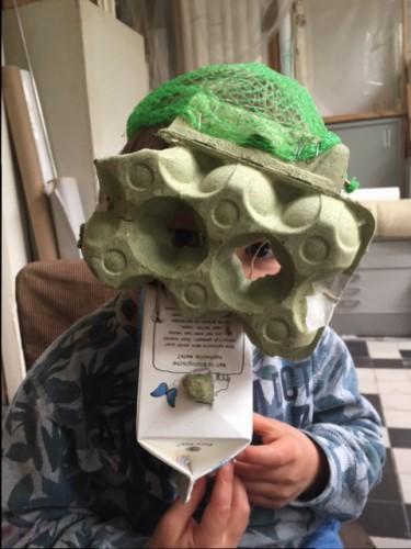 Masker van restmaterialen.