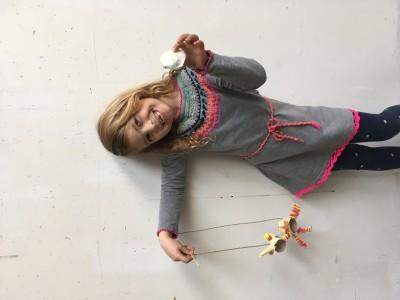 Eenhoorn aan touwtjes, nu is het een marionet omdat ie kan bewegen