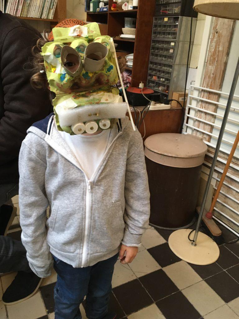Wat kan een eierdoos allemaal voor dienen behalve voor eieren, ja het kan een masker worden!